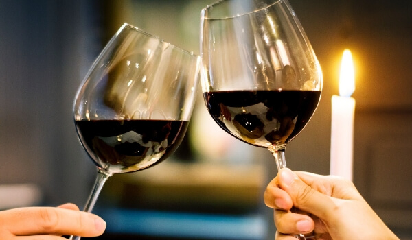 Couple_drinking_wine