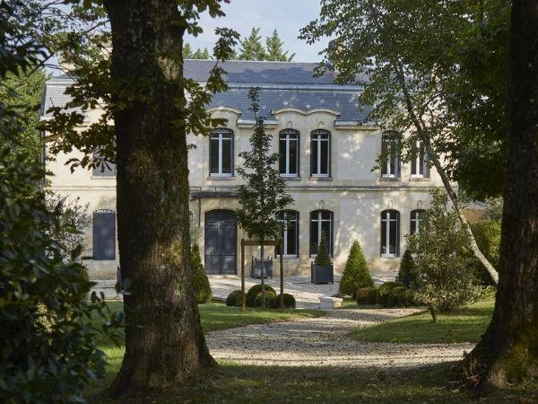 Chateau Picoron, a 5 hectare vineyard located on the clay & limestone ridge, adjacent to Saint-Émilion.