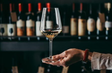 Photo for: 10 things you need to cover when a new sommelier joins the restaurant